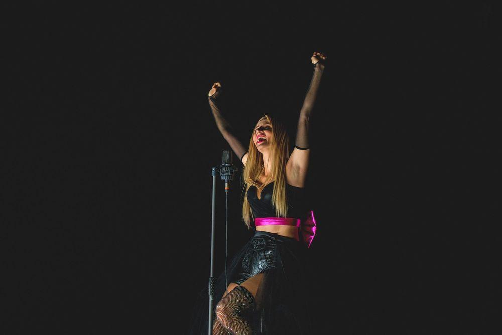 Melissa Naschenweng performt bei den Amadeus Austrian Music Awards 2021 (c) Julian Schmidt